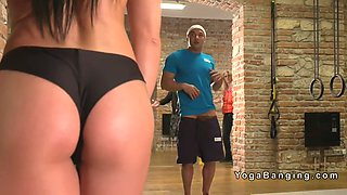 voyeur guy bangs busty babe at gym