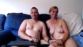 amateur littlestudent4u flashing boobs on live webcam