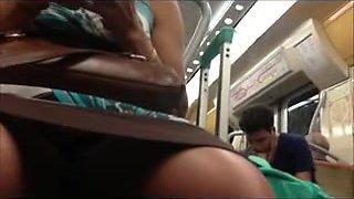 debajo de la falda en tren brasil 4