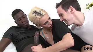 Ayntritli mature wife fucks with a black man to fuck her hardcore with his black cock