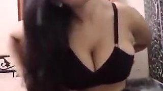 desi sexy girl showing big boobs