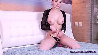 Horny athletic twerking her big ass
