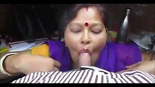 Desi maid blows