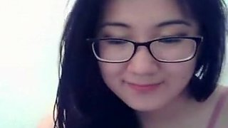 Sexy Asian cam model with glasses loves to chat with strang
