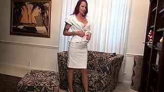 American milf Heidi peels off her pantyhose and plays