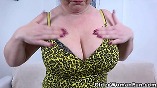 Buxom milf Klara pushes her fingers deep into her pussy