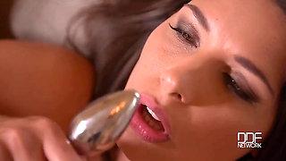 Zafira Masturbates For You