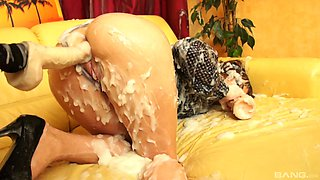 Fuck machine oral tryout in dirty solo on the couch