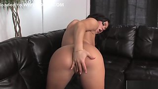 Mandy More loves to rub her clit