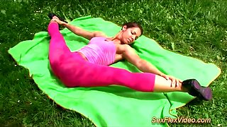 Hot flexible gymnast teen in contortion kamasutra positions outdoor banged