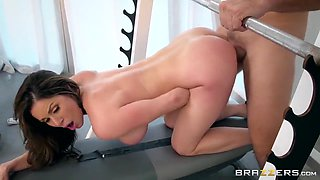 Big Boobs Mature Athlete Kendra Lust Gets Fucked In The Gym