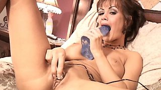 Crissy Moran stuffing her pussy on cam