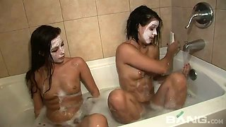 These lesbians love fresh face masks and they love taking bath together