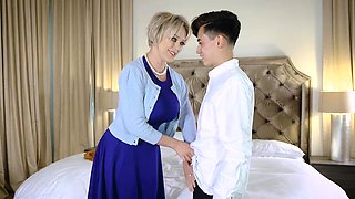 Hot mom Dee Williams wants stepsons horny dick