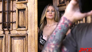 Julia Ann horny housewife Gets Fucked By a maxican Guy