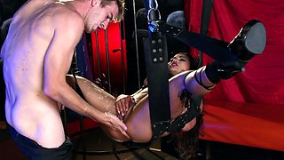 Huge cock, chains and ropes make Asian sex bomb horny