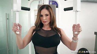 Sexy MILF Kendra Lust gym ass workout