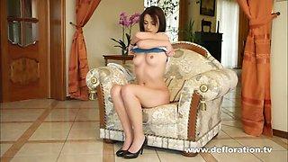 Jackueline Willis Masturbates Her Nice Virgin Pussy