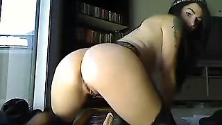 Monster ass babe squirts on webcam