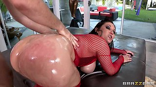 Busty Milf Gets Her Bubble Butt Banged!