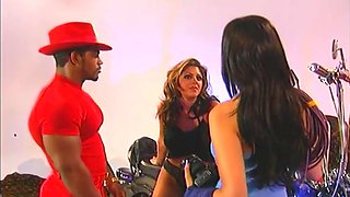 Hot And Spicy Big Gym Guy Fuck Two Honey Girls In Home
