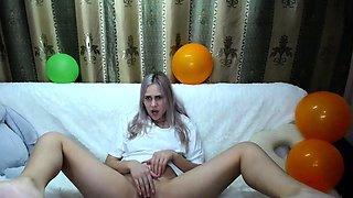 Blonde Teen Pissing While Masturbate In Bath