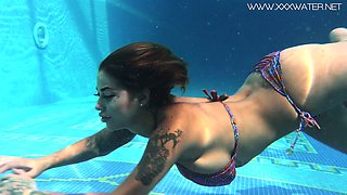 Jaw dropping underwater strip show by stunning busty babe Heidi Van Horny