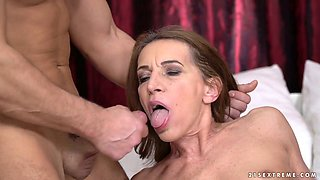 Seductive old bitch Viol hooks up with one young nextdoor dude