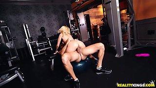 Aaliyah Love & Ramon Nomar in Hot Milf At The Gym - MilfHunter