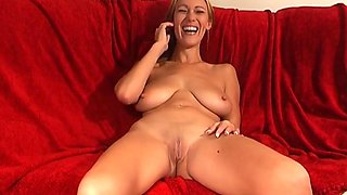 Amateur video of sexy Yazmin Daniel getting fucked by a machine
