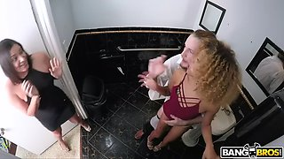 xianna hill cheats on her always busy husband with waiter in toilet
