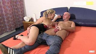 AMATEUR EURO, Sexy Erna & Elif O. In Hot MMF Oral Teasing Fun