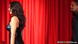 Red Light Romp Free Video With Isiah Maxwell & Gia Dimarco - Brazzers