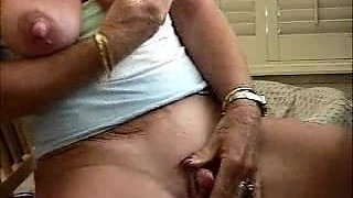 Old lady very big clit and nipples - amateur