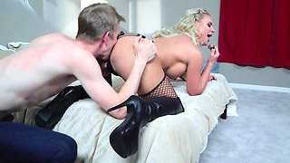 Stud analyzes smoking-hot hooker Phoenix Marie in hotel room