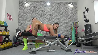 Pussy licking and fingering in the gym with muff diver Kiara Strong