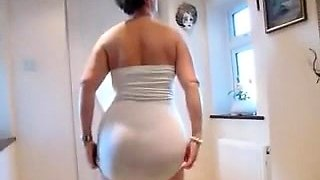 Horny MILF Dildoing Ass on Webcam
