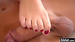 sharon lee gets her feet worshipped