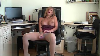 Sexy Secretary Plays In Sheer Seamless Pantyhose