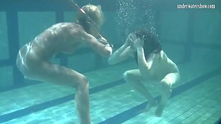 Bad quality underwater lesbian show