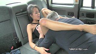 Ebony beauty fucked taxi driver