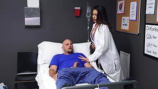 Doctor needs pussy-penetration from big-cocked patient