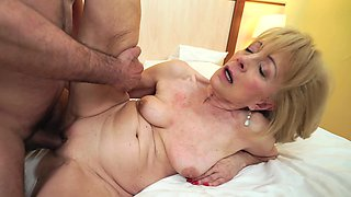 Stunning granny makes love with her inamorato