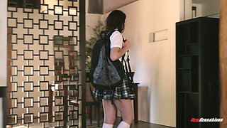 Schoolgirl lets the experienced dude to pound her tight beaver