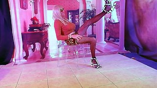 Crossdresser slutty nylons &amp legs cd in stockings at hotel