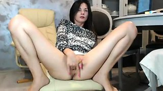 Amateur Brunette Teen blowjobs in the toilet on Webcam