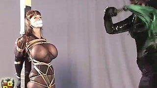 Zena in ropes