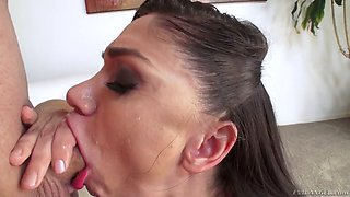 flexible doll lea lexis does a sloppy, drool-gushing deepthroat