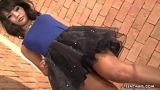 Alluring nympho with slender sexy legs Nuch is a good cowgirl