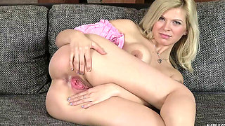 Hot spreading pussy - Barbora